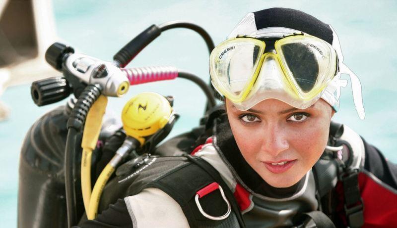هانیه توسلی و ترانه علیدوستی در لباس غواصی و شنا +عکس